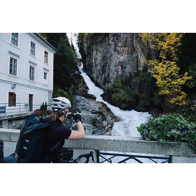 Fotos, Fotos, Fotos. In Bad Gastein - nach dem fiesen Anstieg - musste der Wasserfall natürlich verewigt werden. Und der Velocity schaut super aus, oder? Foto: Tristan_svart