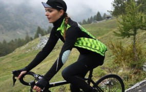 yolande_women_cycling_jersey_black_02