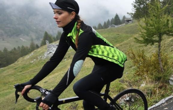 yolande_women_cycling_jersey_black_02